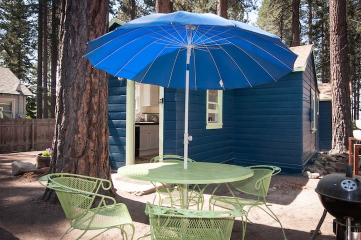 """Unit C"" Lakeside Sunny 1 bedroom Tahoe Bungalow"
