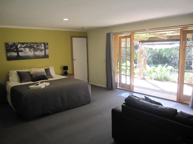 Garden Suite @ Dandenong Ranges Cottages - The Patch - Byt