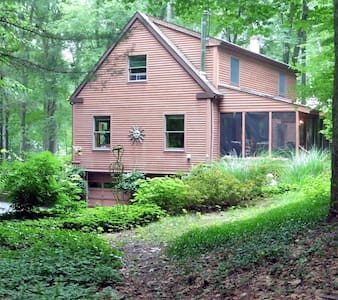 Cozy room in lovely home in woods.  - New Paltz - Huis