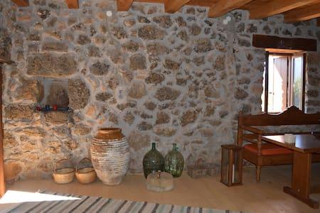 Omalos shepherd's  house. - House