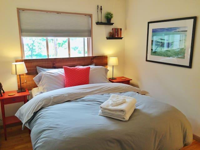 Comfy Room 5min Walk to Pearl St + FREE BIKES