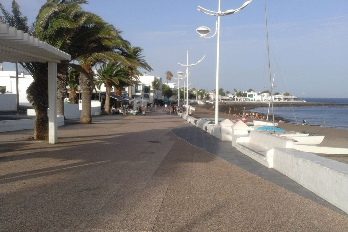 Beach walk 2 minutes from apartment. Access to Arrecife and Puerto del Carmen. Ideal for walking, jogging and cycling.