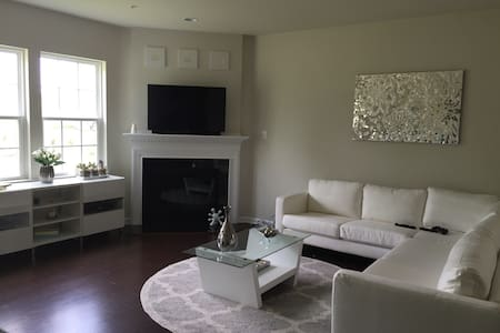 Lovely Home In Country Club - Downingtown - House - 2