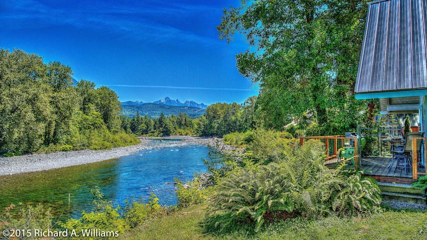 Scenic Skykomish River House - Gold Bar - House