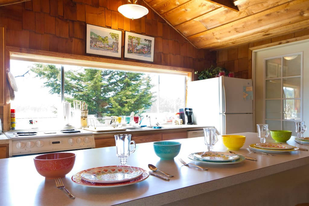 The full kitchen and breakfast bar are perfect for a family meal or a romantic dinner.