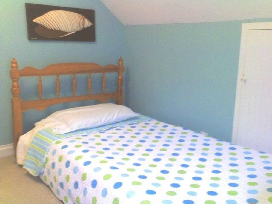 Upstairs Bedroom - Single Bed