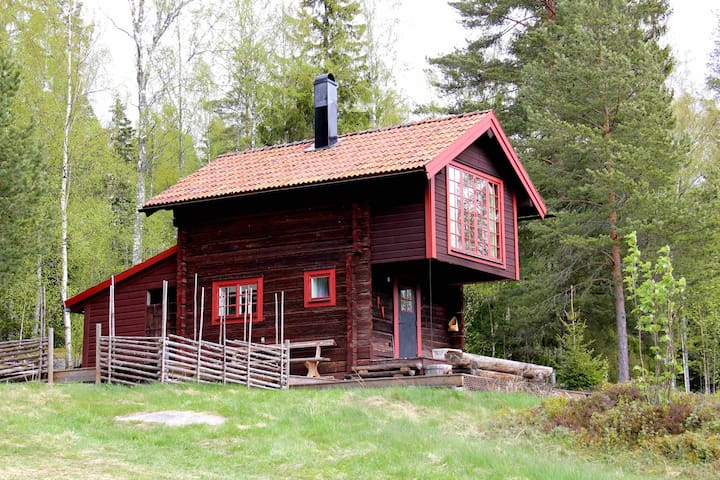 Charming log cabin with beautiful views - Siljansnäs - Srub