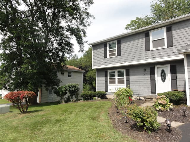 Rochester Suburbs - Penfield - House