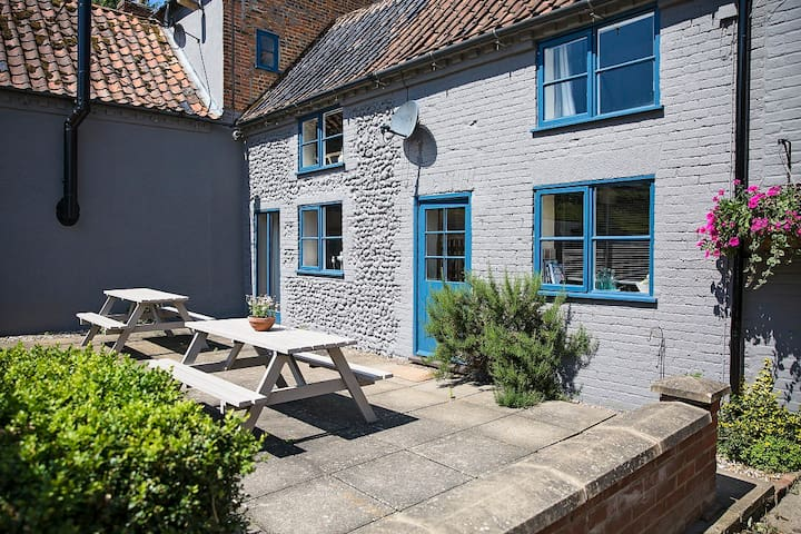 Falabella Holiday Cottage, North Norfolk