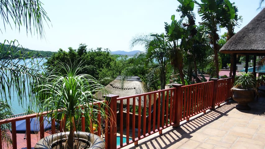 Traditional Thatch, fabulous views - Hartbeespoort - Huis