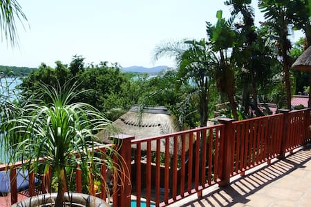 Traditional Thatch, fabulous views - Hartbeespoort