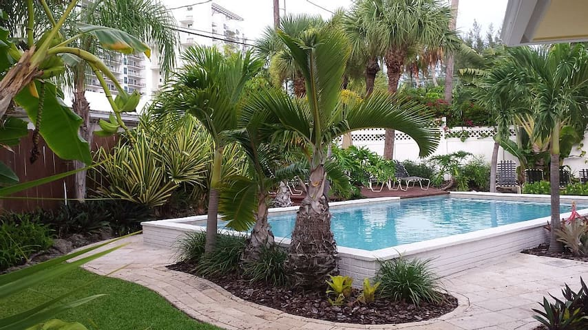 Upscale Pool Home Steps to Beach - Riviera Beach - Huis