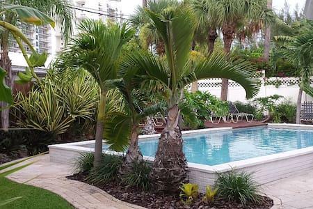 Upscale Pool Home Steps to Beach - Riviera Beach - Hus