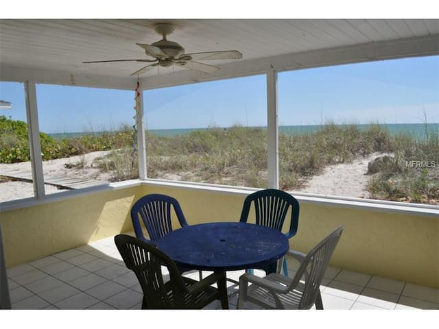 ON THE BEACH! steps from swimming! - Englewood - House
