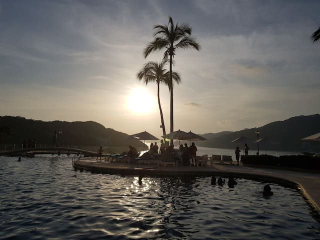Acapulco Sunset, Punta Diamante