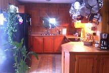 Frigo, cuisinière, micro-onde, lave-vaisselle et tout tout ce dont vous avez besoins
