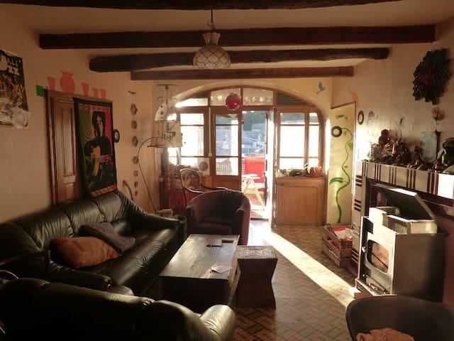 Chambre dans une maison de village