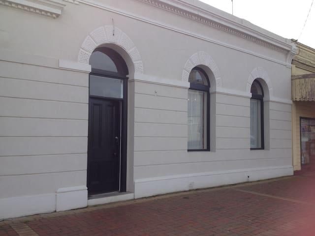 The Black Horse Inn Circa 1865: B - Coleraine - Appartement
