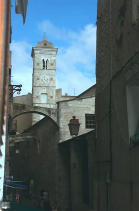 Du studio vue sur l'Église Sainte-Marie-Majeure de Bonifacio