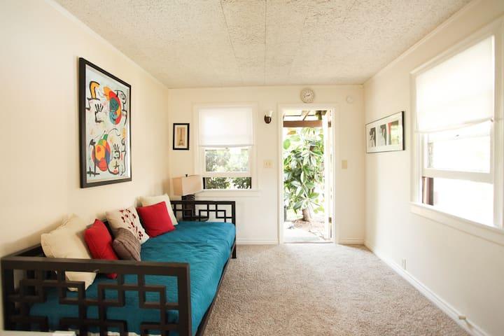 Cozy and inviting private studio - Altadena