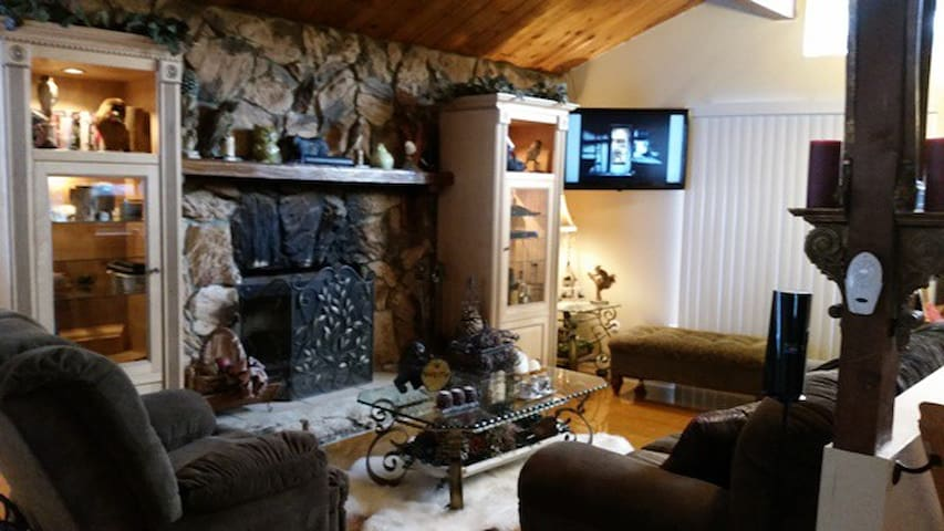 Charming Arrowbear Cabin - Running Springs - Cottage