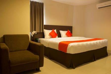 The Gloria Suites Jakarta @Grogol - Jakarta Barat - Bed & Breakfast