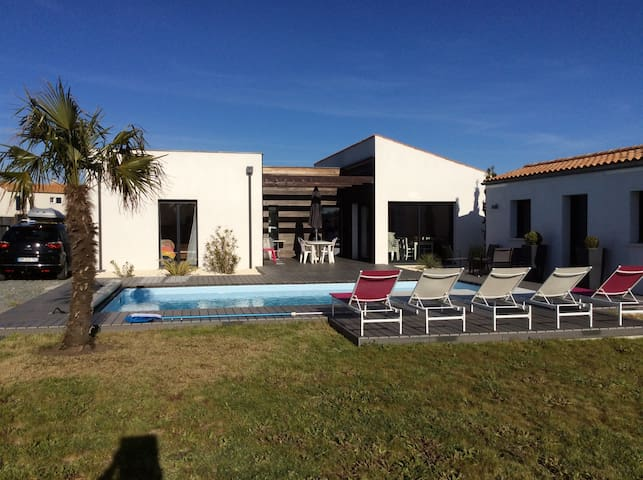 Family House with heated swimming pool near beach - Arces - Casa