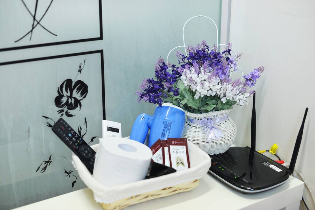 soap, shampoo, Toilet paper & hair dryer