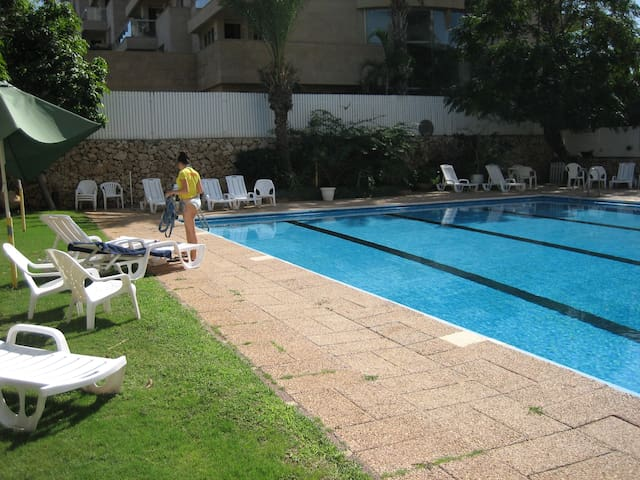 Herzliya Pituach Apartment with Pool, by the Beach - Herzliyya - Lakás