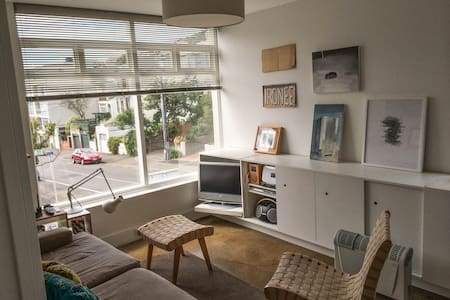 Cool City Apartment Handy to Everything - Wellington