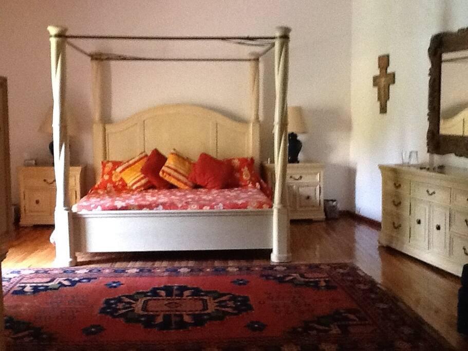 Recamara principal con cama King size