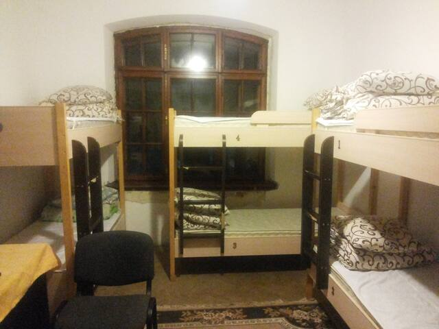 Аренда посуточно кровати/комнаты - L'viv - Huis