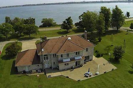 Spectacular Niagara Riverfront Vaca - Fort Erie - Casa