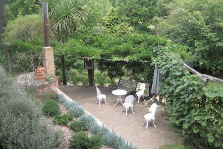 Michlyn Gardens, bushland living.
