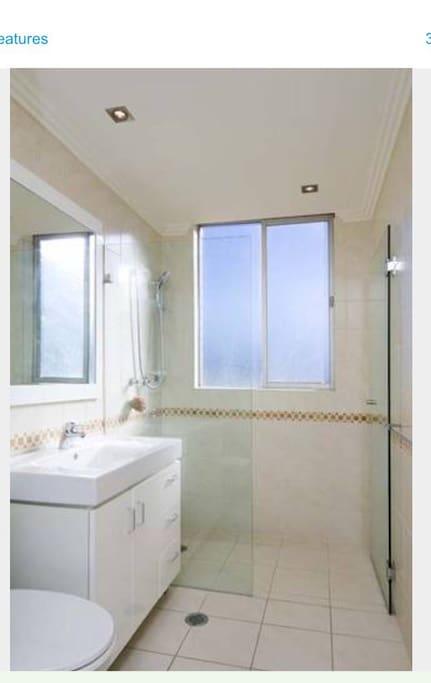 Bathroom with washing machine and dryer
