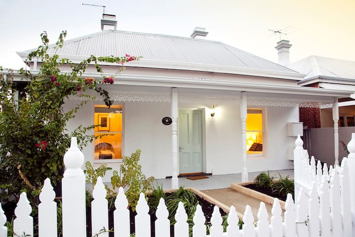 Kookaburra Cottage by Rokeby Road - Subiaco - Rumah