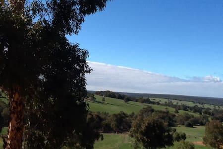 Valley views ,Semi rural, Serenity. - Lower Chittering