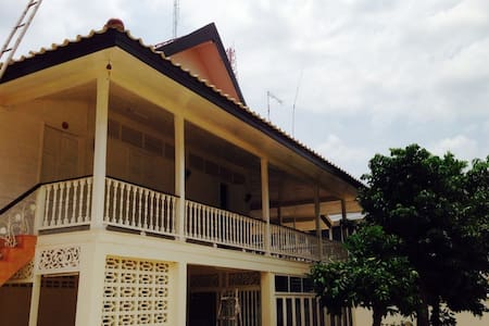 Spacious House, Downtown Uttaradit - Tambon Tha It - Huis