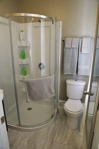Poppy's Place Bathroom