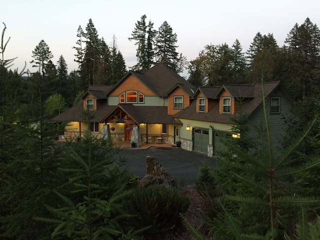 Queen Master Cascade Mountain Lodge - Lyons - Hus