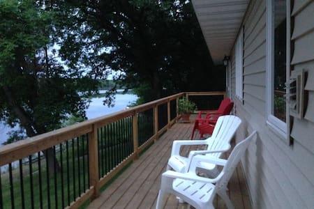 Quiet lake retreat near St Cloud - Saint Cloud