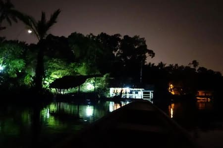 Floating Room - kota bharu - Hut