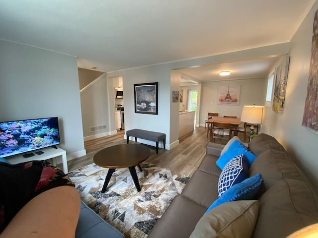 Bright & beautiful- Newly renovated home downtown!