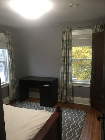 Cozy Room Available in 19th ward home