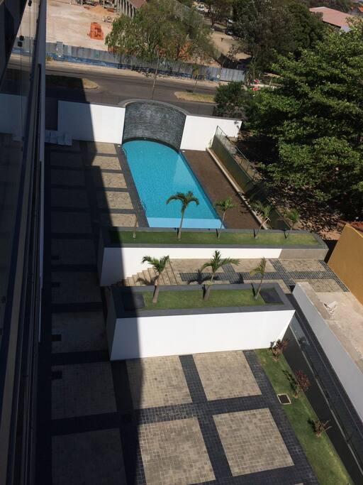 Vista directa a la piscina