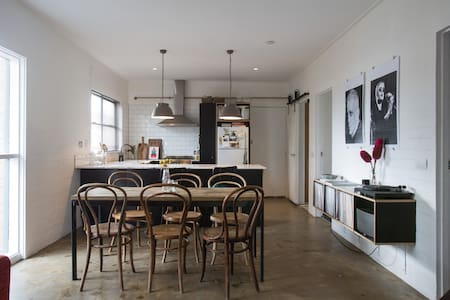 Bright beautiful 2BR in Inner North - North Melbourne