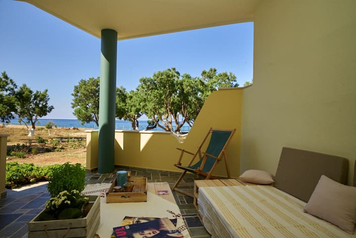 A sanctuary at the beach - Trachilos - Villa