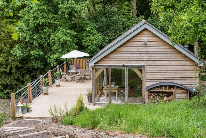 The Old Chicken House, Otterhead Lakes ¦ Hottub