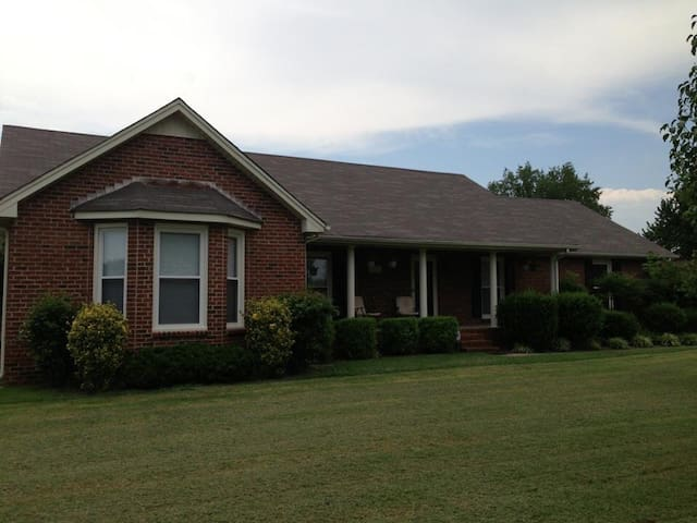 Quiet, Safe, and Centrally Located - Murfreesboro - Haus