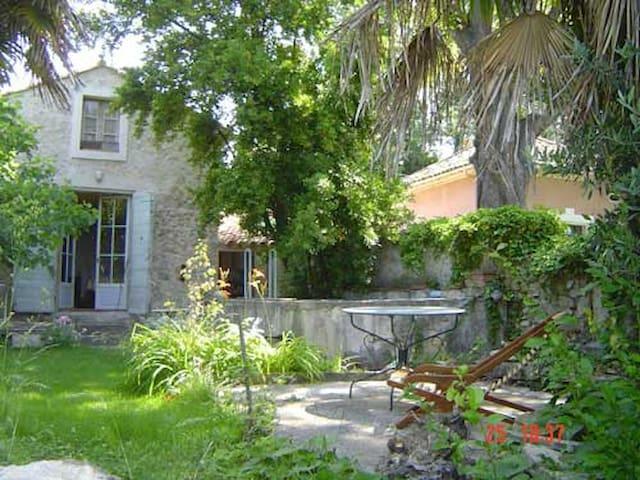 petite maison charmante avec jardin - Manosque - House